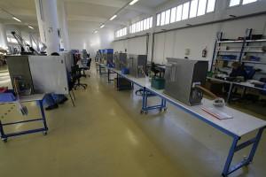 In der Fertigungshalle von EASYS Electronics werden die Auftragsfertigungen abgewickelt.